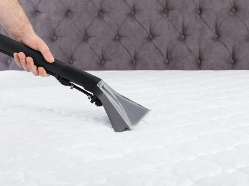 vacuum dirty mattress